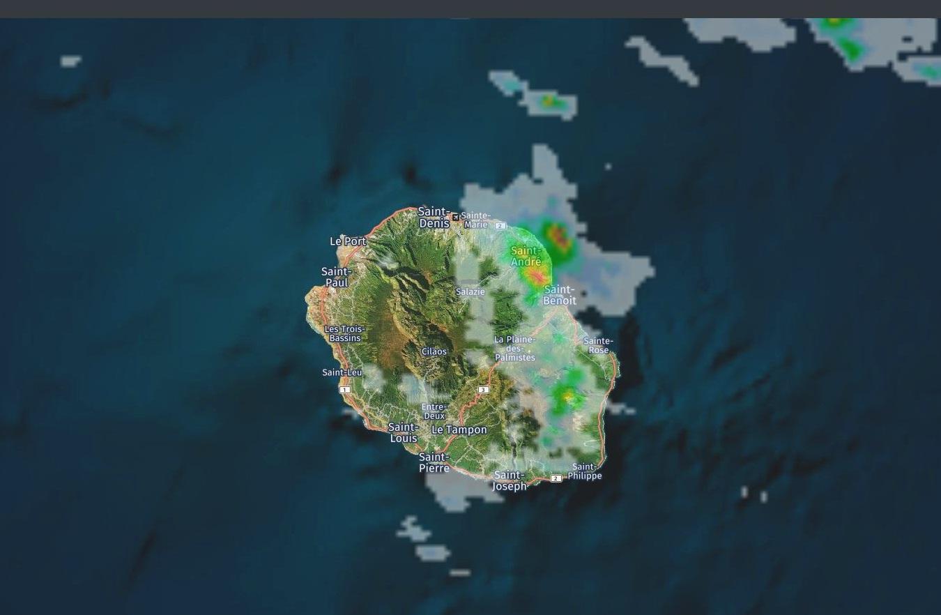 13h14: radar de Météo France. Crédit image https://www.meteoi.re/