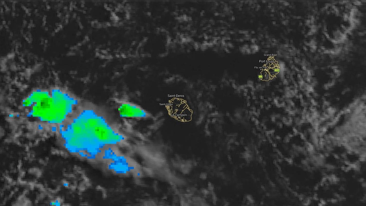 Image satellite de 8h: une zone d'instabilité se trouve au large des côtes ouest de la Réunion. Des nuages assez peu actifs situés au Sud-est de Maurice touchent l'île épisodiquement.