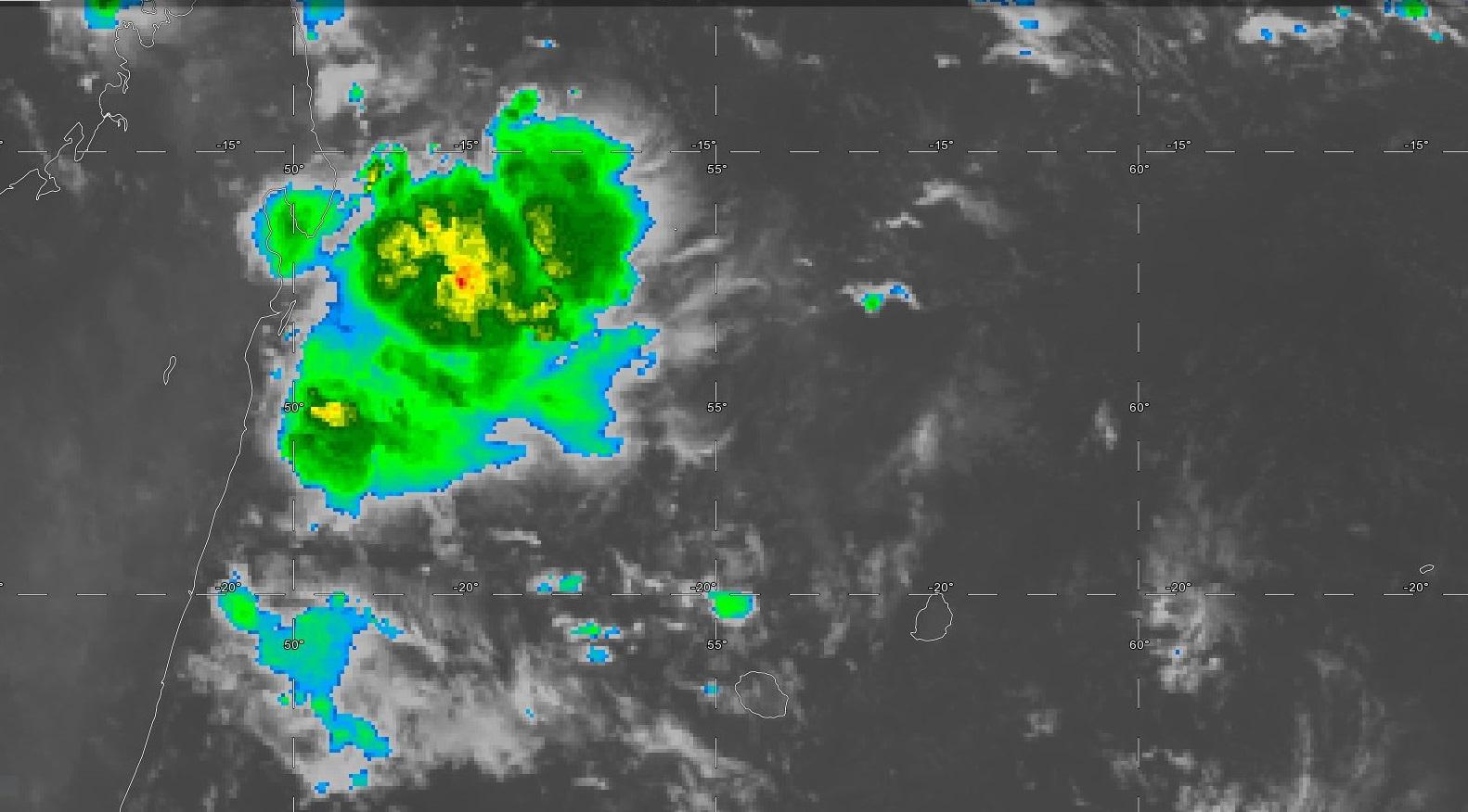 Photo satellite de 06heures: l'instabilité active a migré vers les côtes de Mada au large de l'Ile Sainte Marie.