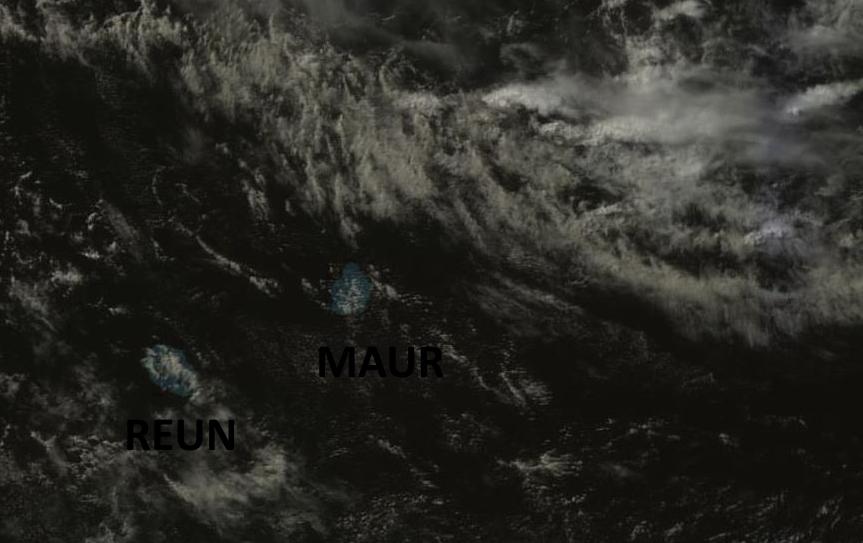Satellite Goms-2 à 14heures. Activité en mer à l'est nord-est de Maurice qui pourrait toucher partiellement les Iles Soeurs la nuit prochaine.