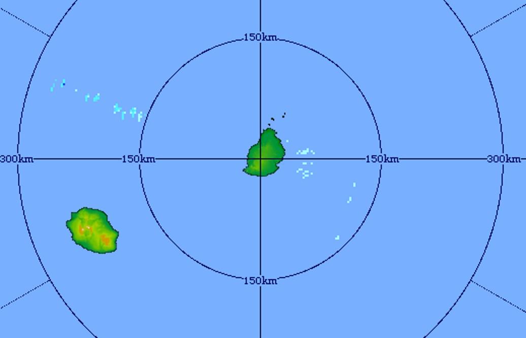 22h41: le radar de Trou Aux Cerfs montre peu d'échos de précipitations à proximité des Iles Soeurs. Le ciel le plus souvent dégagé devrait favoriser un petit matin frais voire froid dans les hauts de la Réunion.