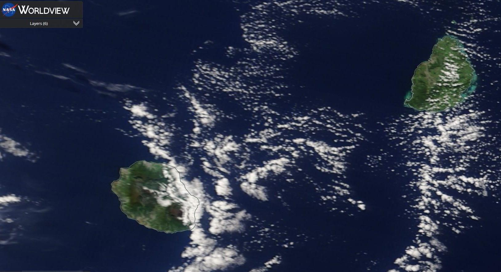 La REUNION et MAURICE vues par le satellite Terra ce matin à 10heures.