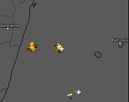 Des orages sont repérés entre la REUNION et MADA. L'activité pourrait se renforcer en soirée et la nuit prochaine.