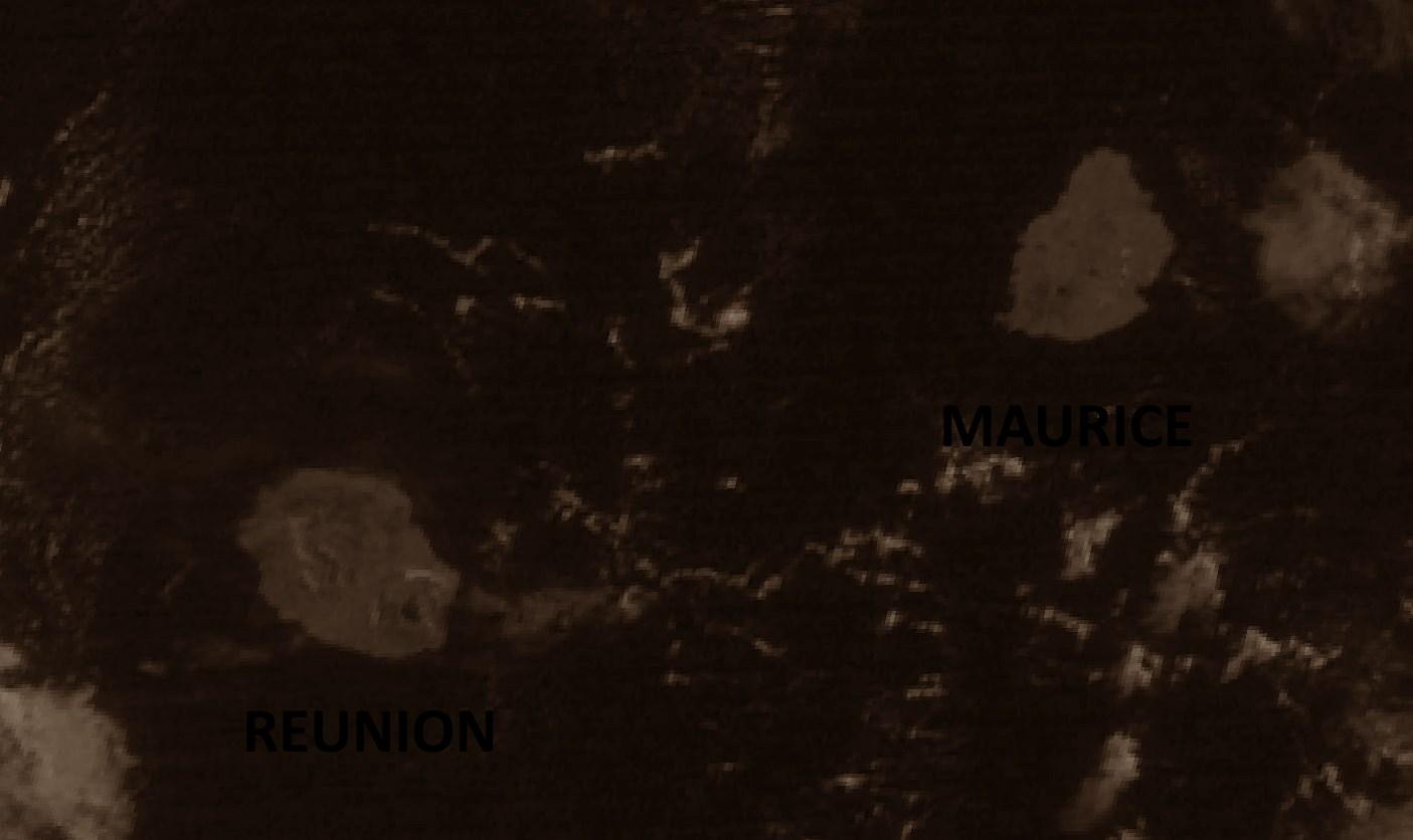 REUNION et MAURICE vues depuis 36000kms : on aperçoit aisément la région du Piton de la Fournaise ou encore Mare Aux Vacoas. Insat3d à 9heures. Crédit image IMD