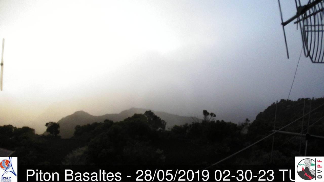 Ciel plutôt mitigé au volcan à 6h30 ce matin. Météo Réunion.