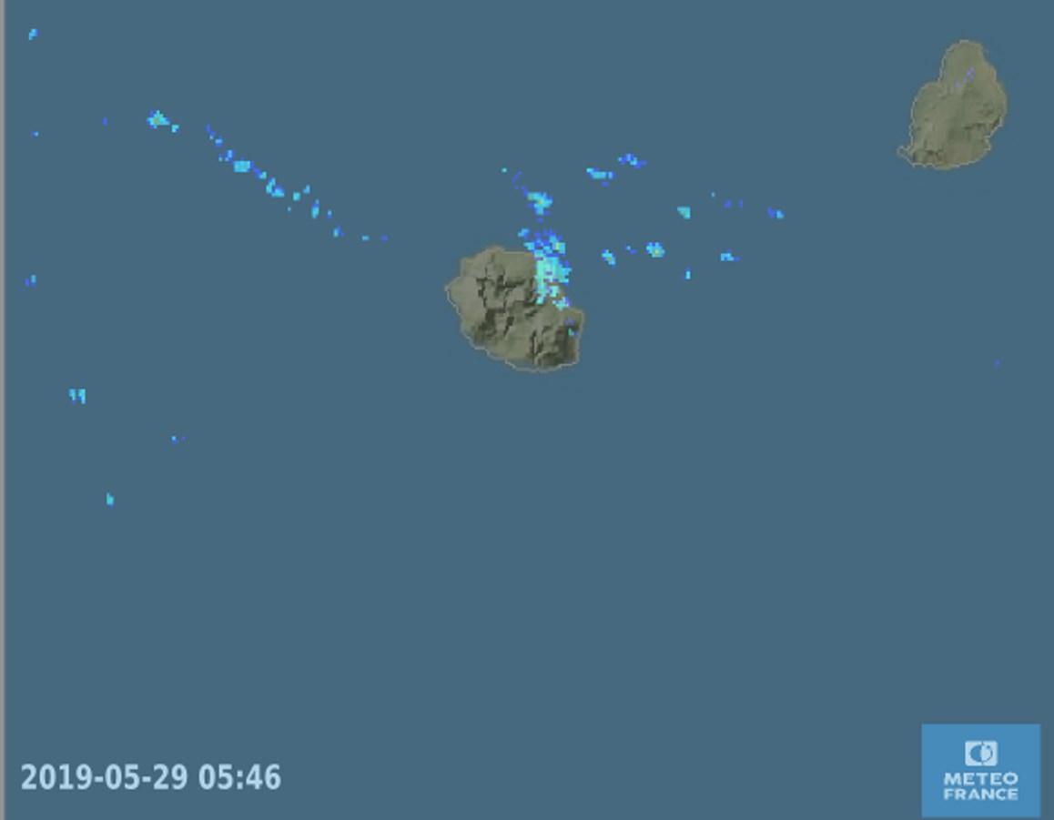 5h46: les radars de Météo France montrent la région de Saint Benoît sous les averses. Crédit image Météo France.
