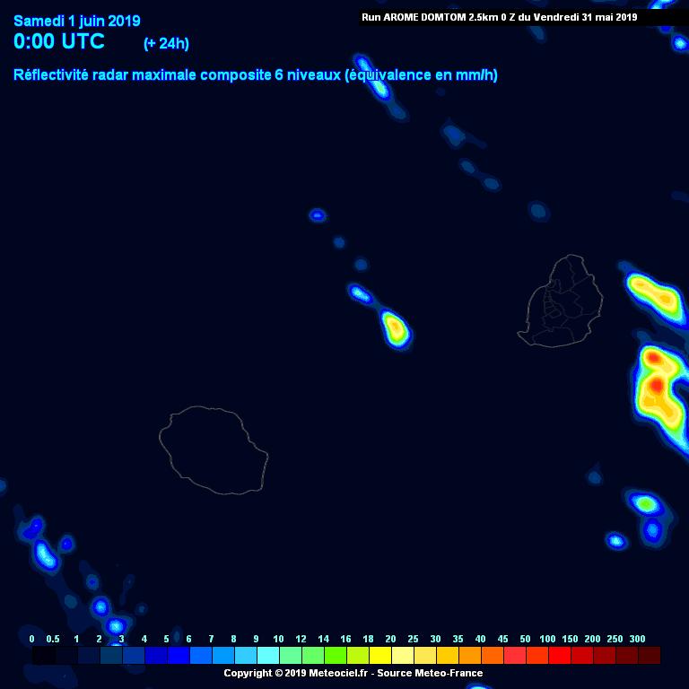 Simulation du modèle AROME de Météo France pour la fin de la nuit prochaine. Des averses effleurent les côtes sud-ouest de la REUNION alors qu'une dégradation pluvieuse touche MAURICE. METEOCIEL