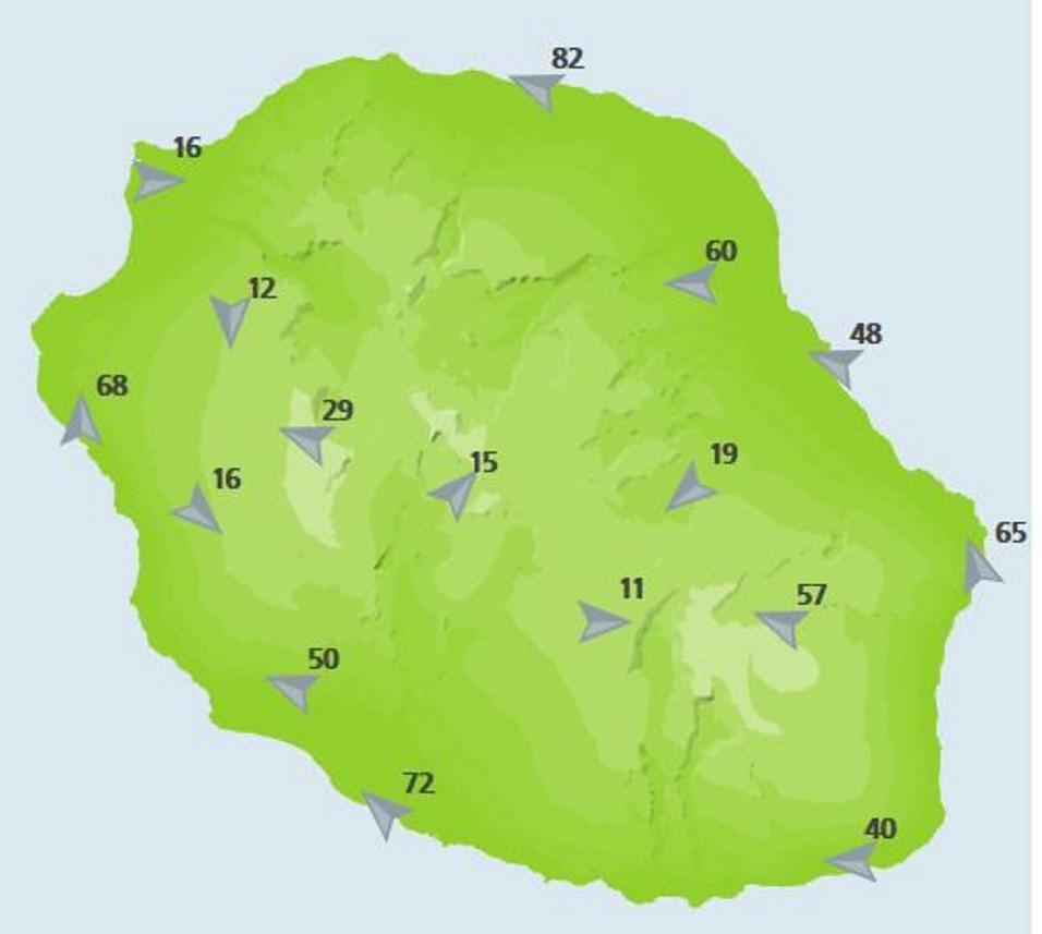 A midi les rafales dans les stations de Météo France. 82km/h à Gillot mais seulement 16km/h au Port ou le vent ne rentre pas.