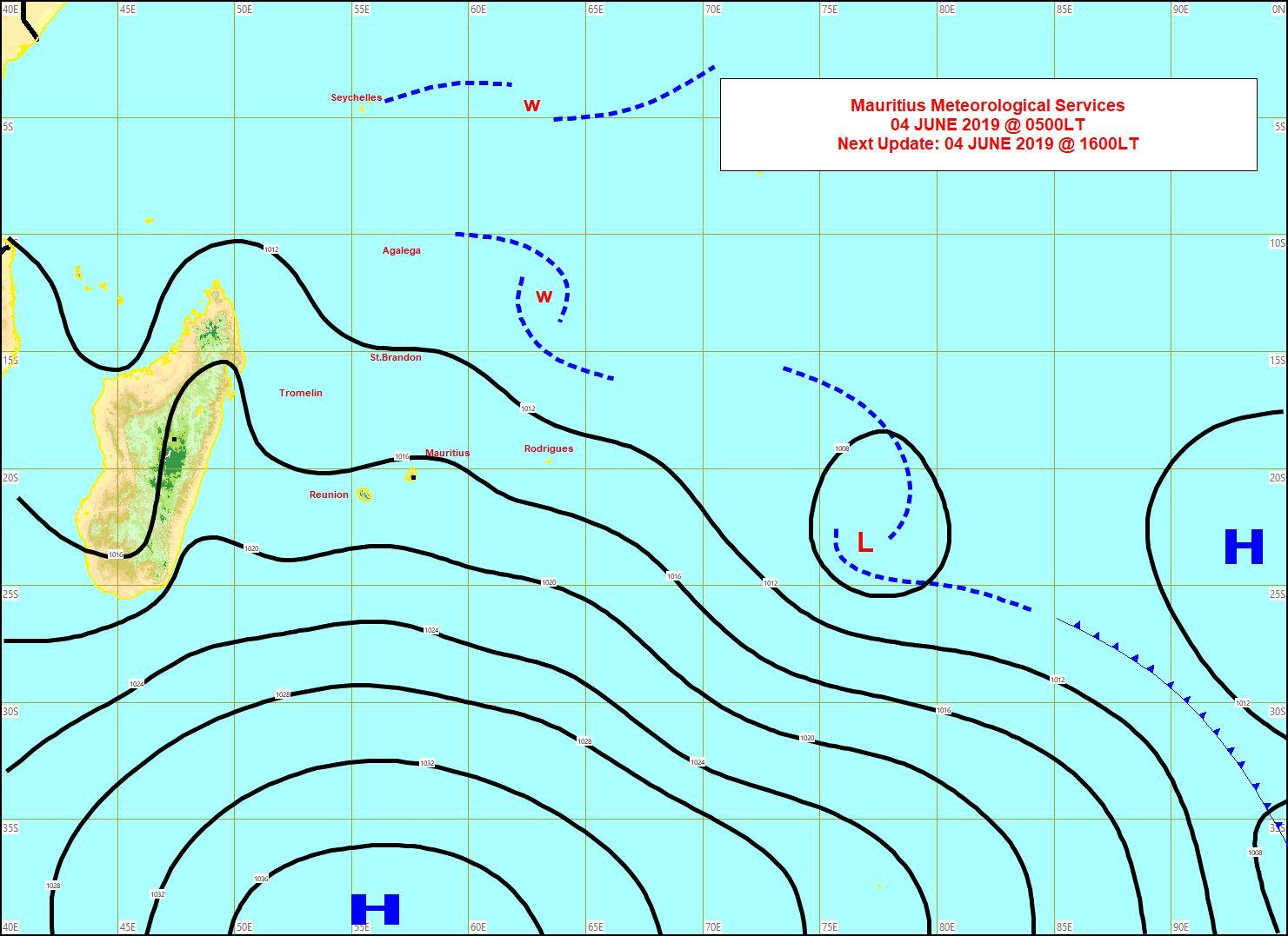 Analyse de la situation en surface à 4heures. L'anticyclone(H) est positionné au sud des Mascareignes et se décale lentement vers l'est. Les vents restent soutenus sur notre région et la mer houleuse. MMS
