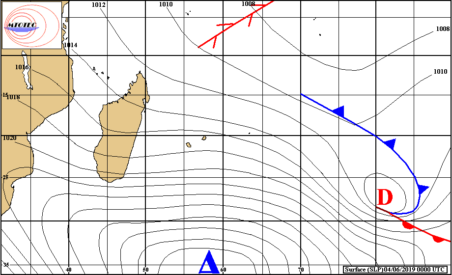 Analyse de surface effectuée à 4heures ce matin. L'anticyclone au sud des Mascareignes maintient des alizés soutenus sur notre région. MTOTEC
