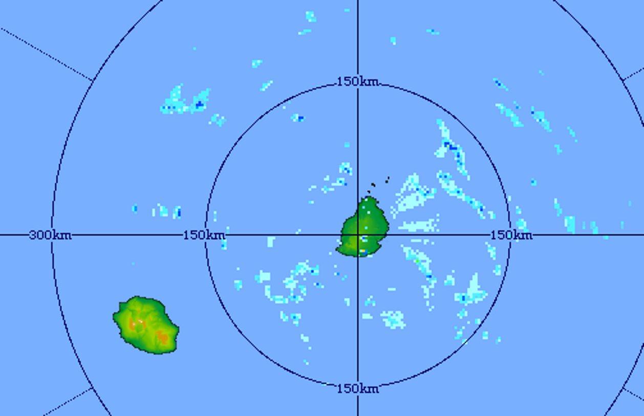 Image du radar de Trou Aux Cerfs à 5h31. Les averses remontent par le sud-est poussées par les alizés. MMS