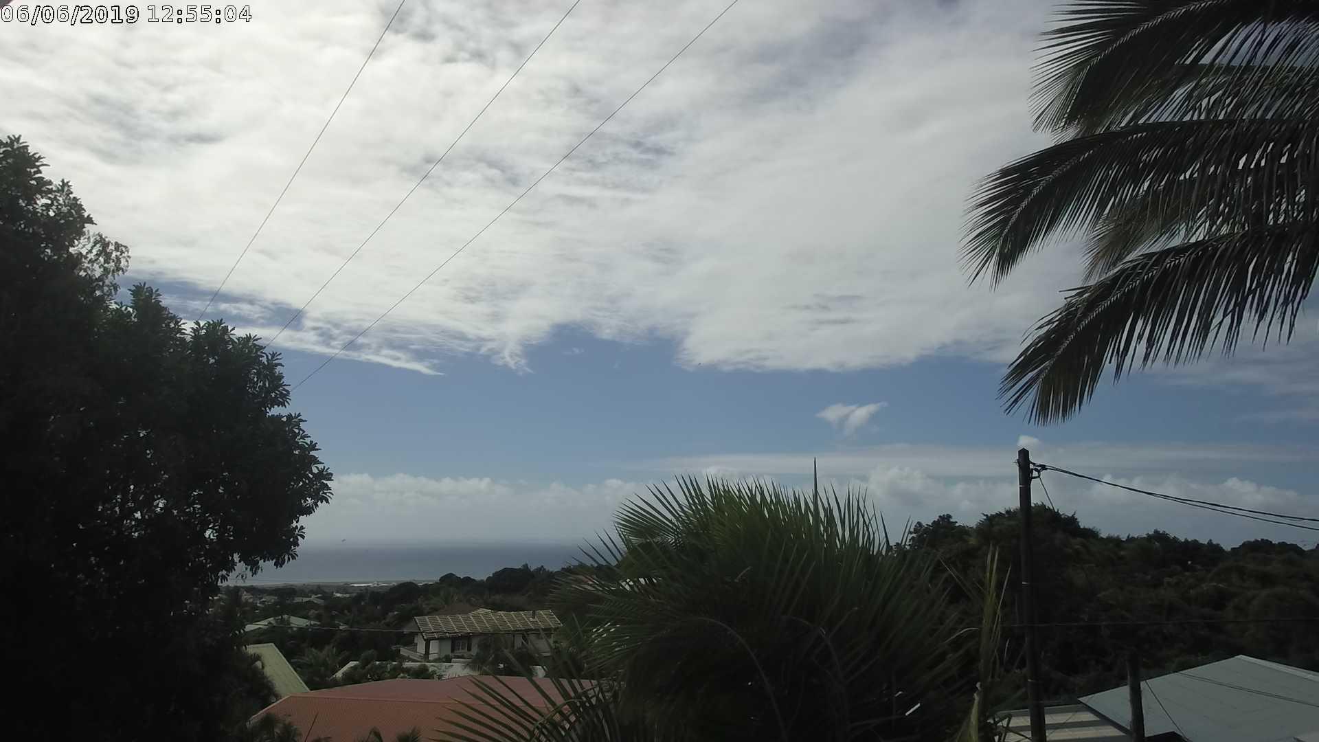 12h55: ciel du nord de l'île. CYCLOTROPIC