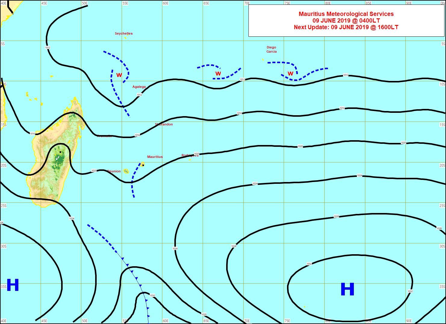Analyse de surface ce matin. Répit dominical au niveau des vents pour les Iles Soeurs. Cependant un anticyclone s'approche par le sud-ouest. L'alizé va nettement se renforcer à partir de lundi alors que la haute mer va grossir. MMS
