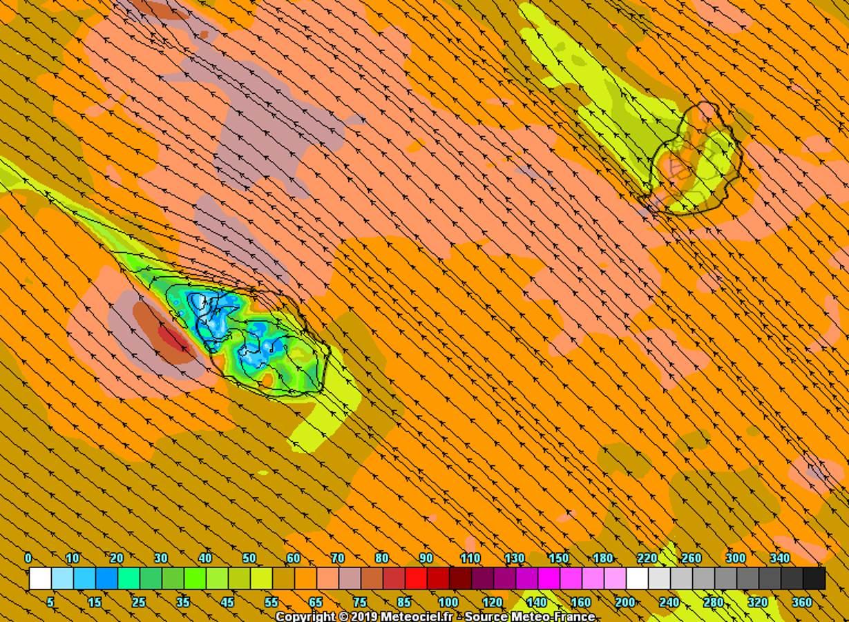 Simulation du modèle Arome pour la matinée de Mardi montrant les rafales de sud-est arrivant sur la zone de MAURICE. METEO FRANCE