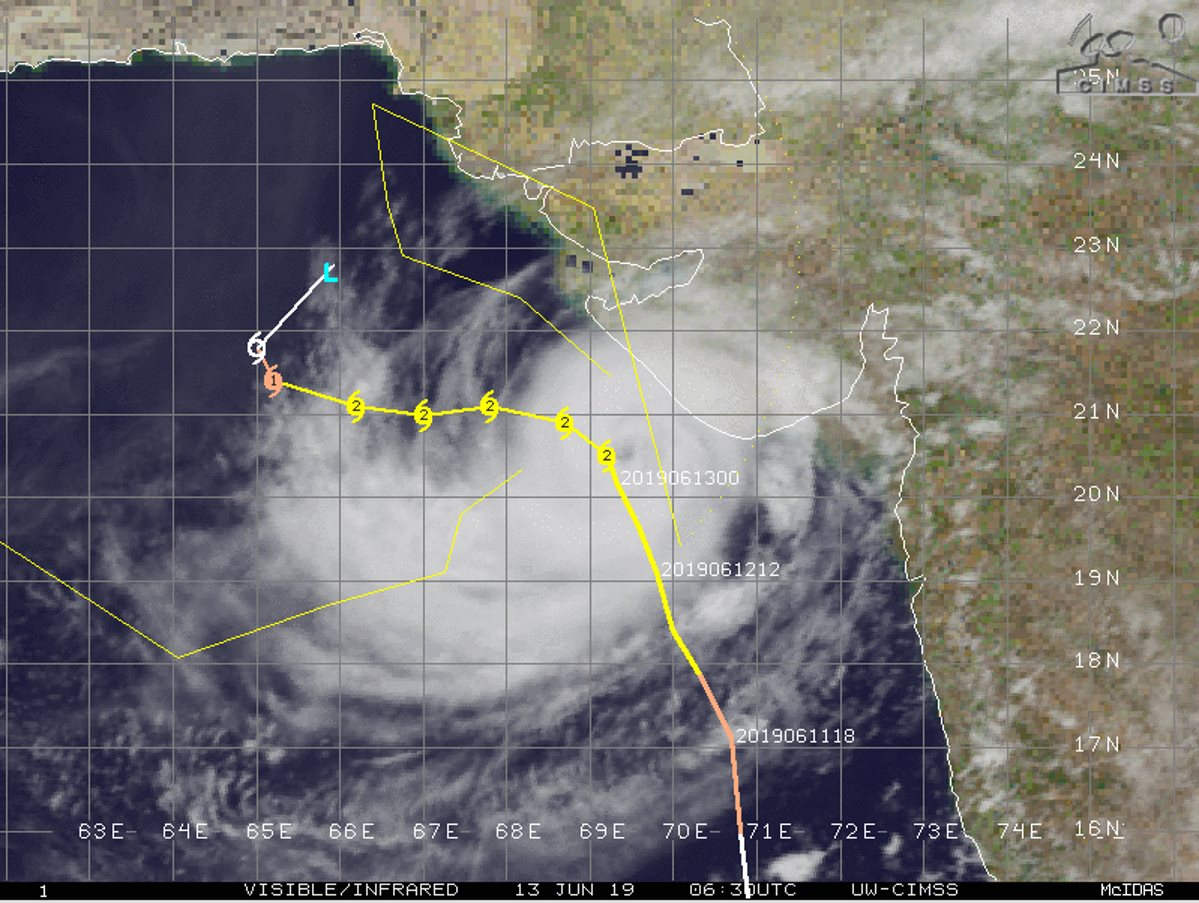 Le cyclone est actuellement classé en catégorie 2 sur 5 sur l'échelle US. La trajectoire prévue le maintient à un peu plus de 100km des côtes du Gujarat. Le stade de cyclone intense(catégorie 3) ne peut pas être exclu d'autant que certains modèles montrent un bon potentiel d'intensification.