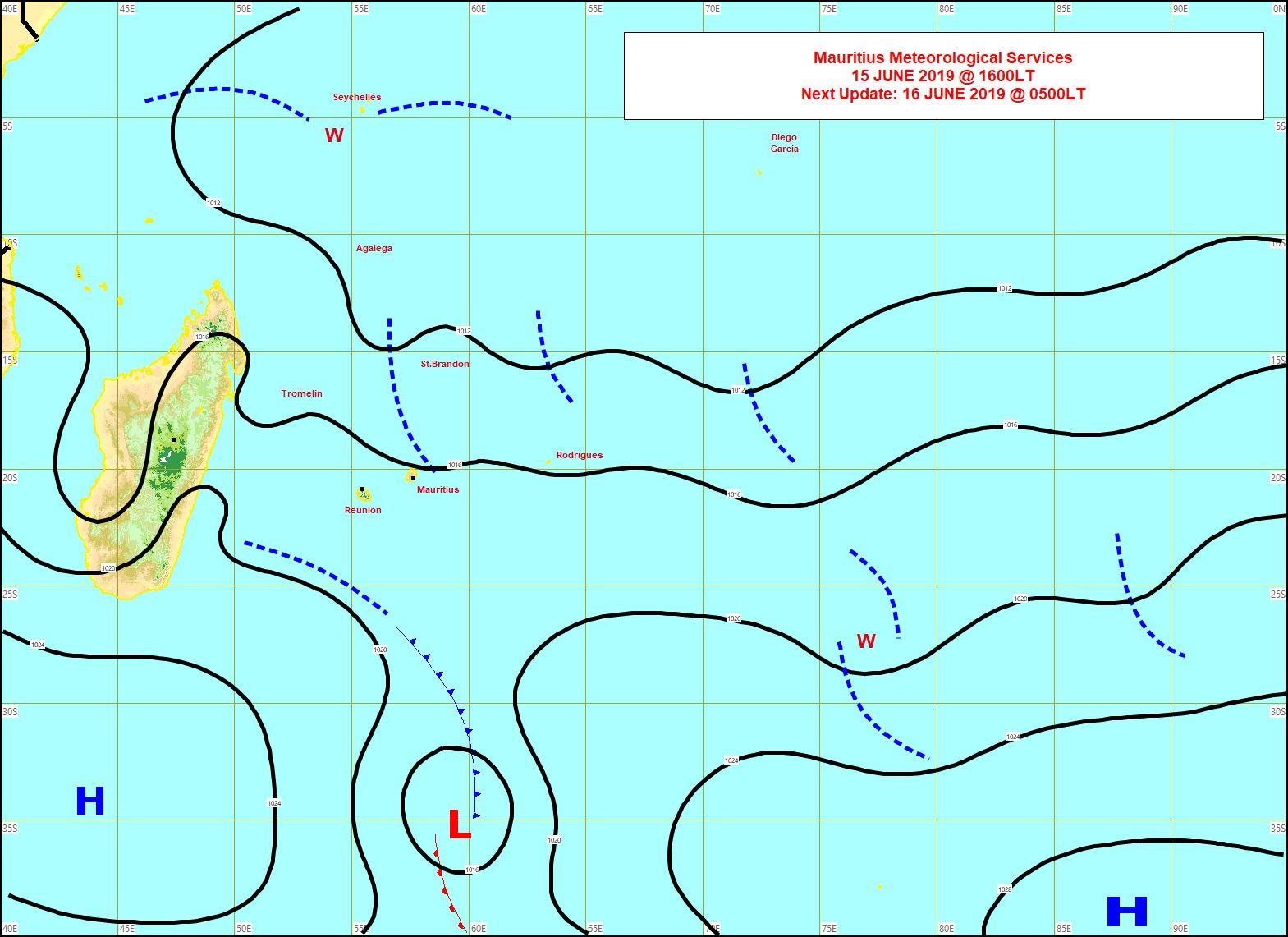 Analyse de la situation de surface à 16heures. Une cellule anticylonique modérée se trouve au sud de Mada et renforcera un peu le vent sur notre région à partir de Lundi. MMS