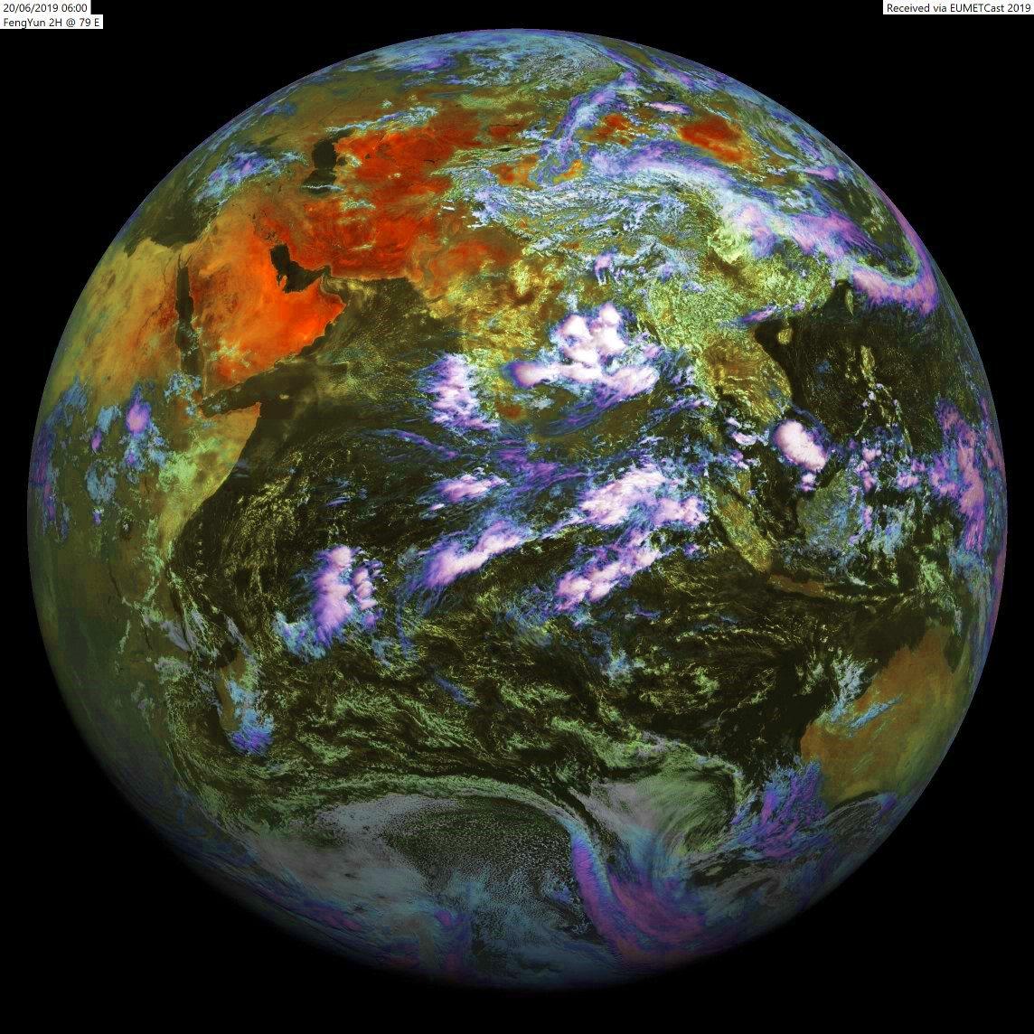 10h: globe du satellite chinois FY2H positionné par 79.°Est. Il montre de l'activité sur le Golfe du Bengale et sur notre zone près des îles Seychelles et Chagos. AB/PH