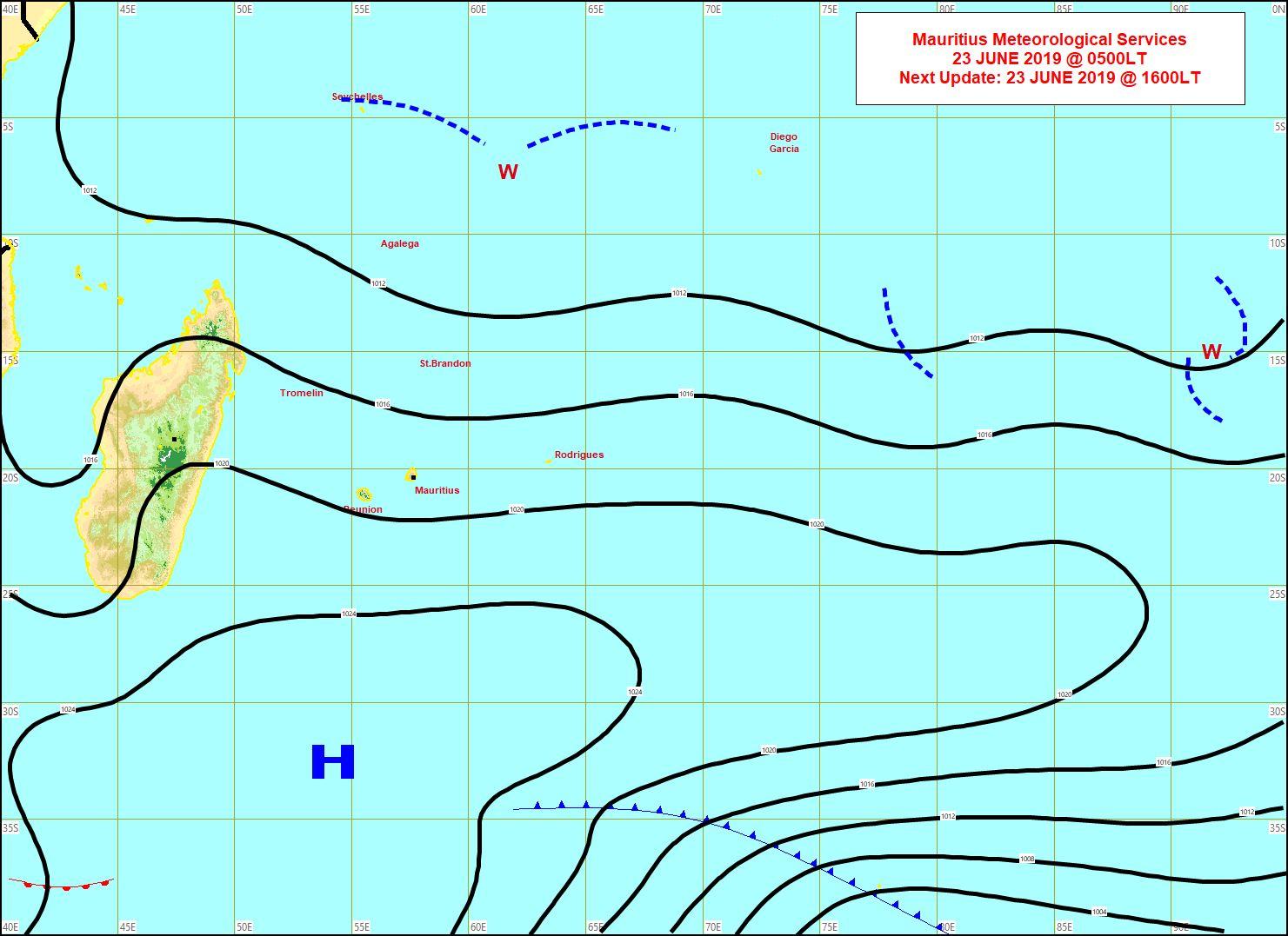 Analyse de la situation de surface ce matin. L'anticyclone(H) faiblit. Les alizés perdent de leur superbe. A noter que la plus forte rafale(107km/h) pour cet épisode a été enregistrée à la Montagne des Signaux(un peu plus de 200m au dessus de Port Louis). MMS