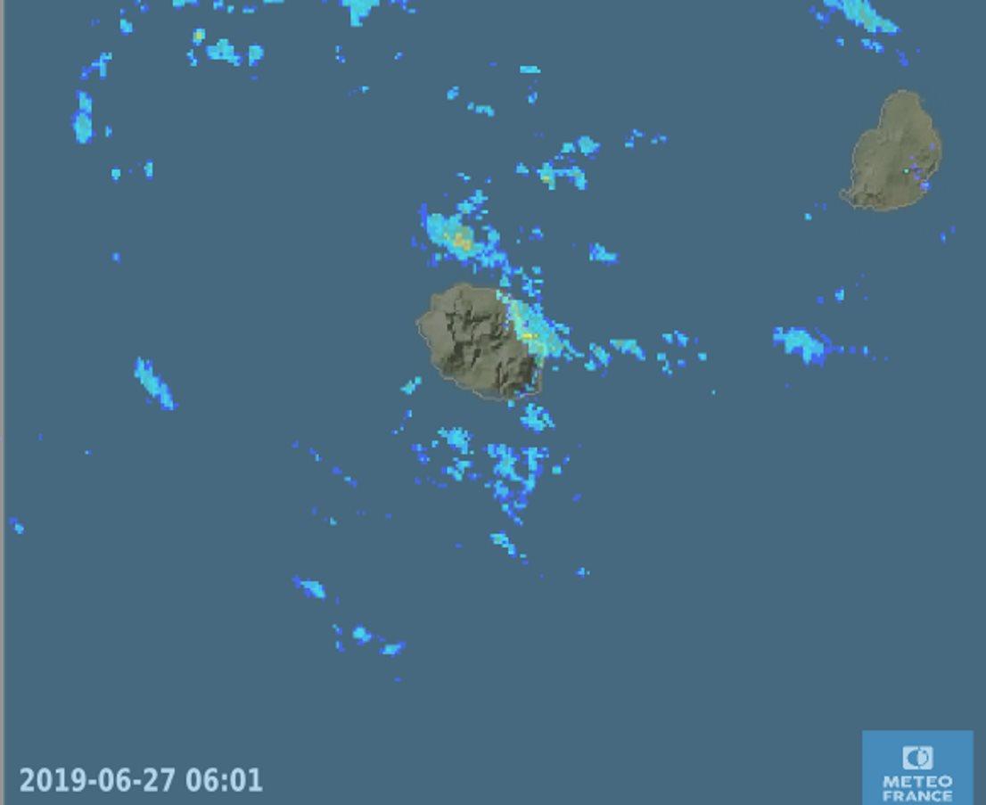 Image radar: 6h01: des bandes pluvieuses touchent encore l'Est et le Nord-Est. METEO FRANCE