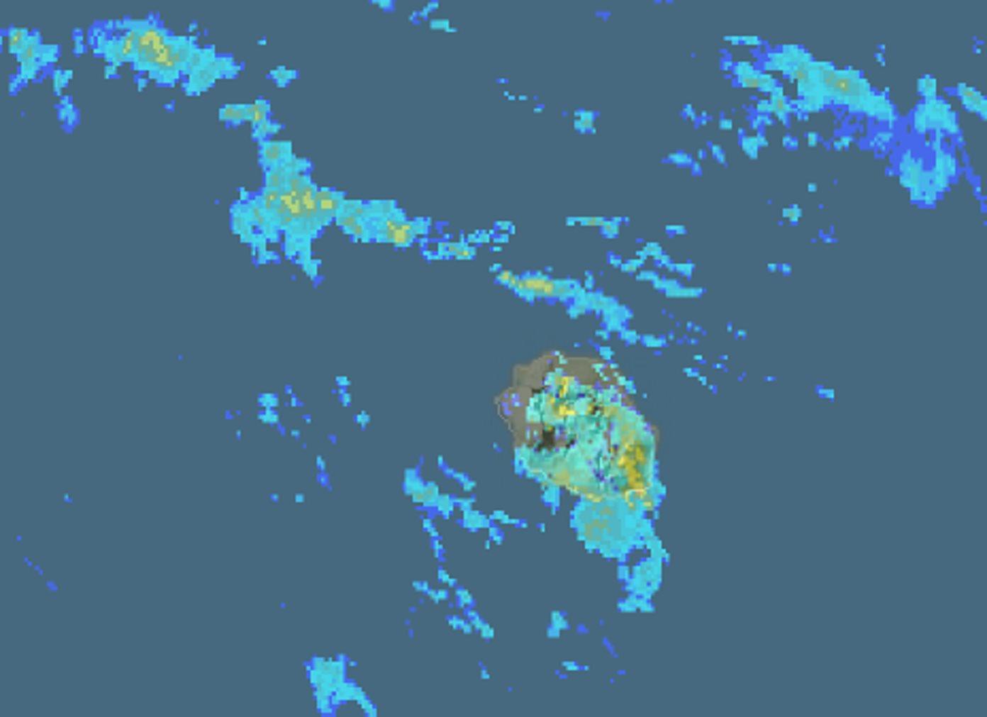 10h16: les radars montrent qu'une large partie de l'île est sous les averses qui sont localement soutenues. METEO FRANCE