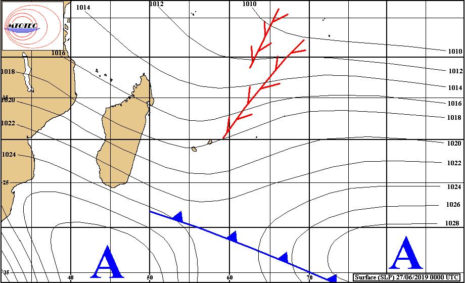 Analyse de la situation de surface ce matin. L'anticyclone se rapproche par le Sud-Ouest mais l'instabilité reste localement marquée pour la saison près des Iles Soeurs. MTOTEC