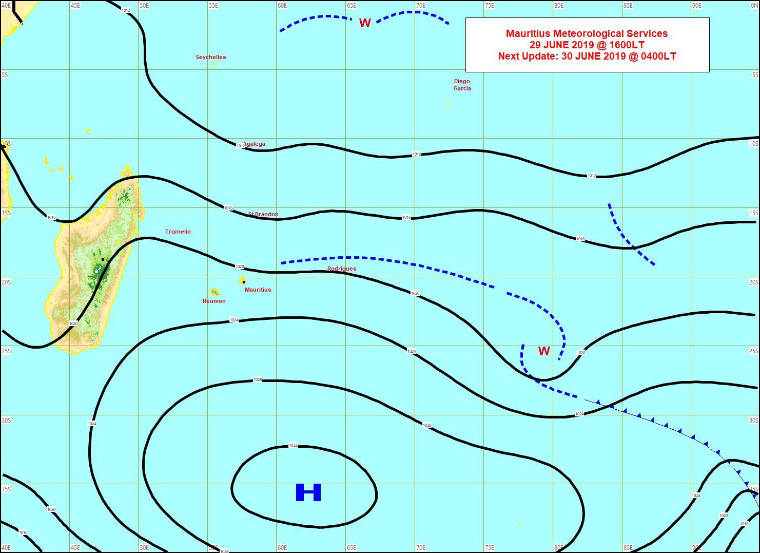 Analyse de surface cet après midi. L'anticyclone(1033hpa) est encore bien ancré au Sud-Sud-Est des Iles Soeurs. L'alizé reste soutenu mais plutôt sec. MMS