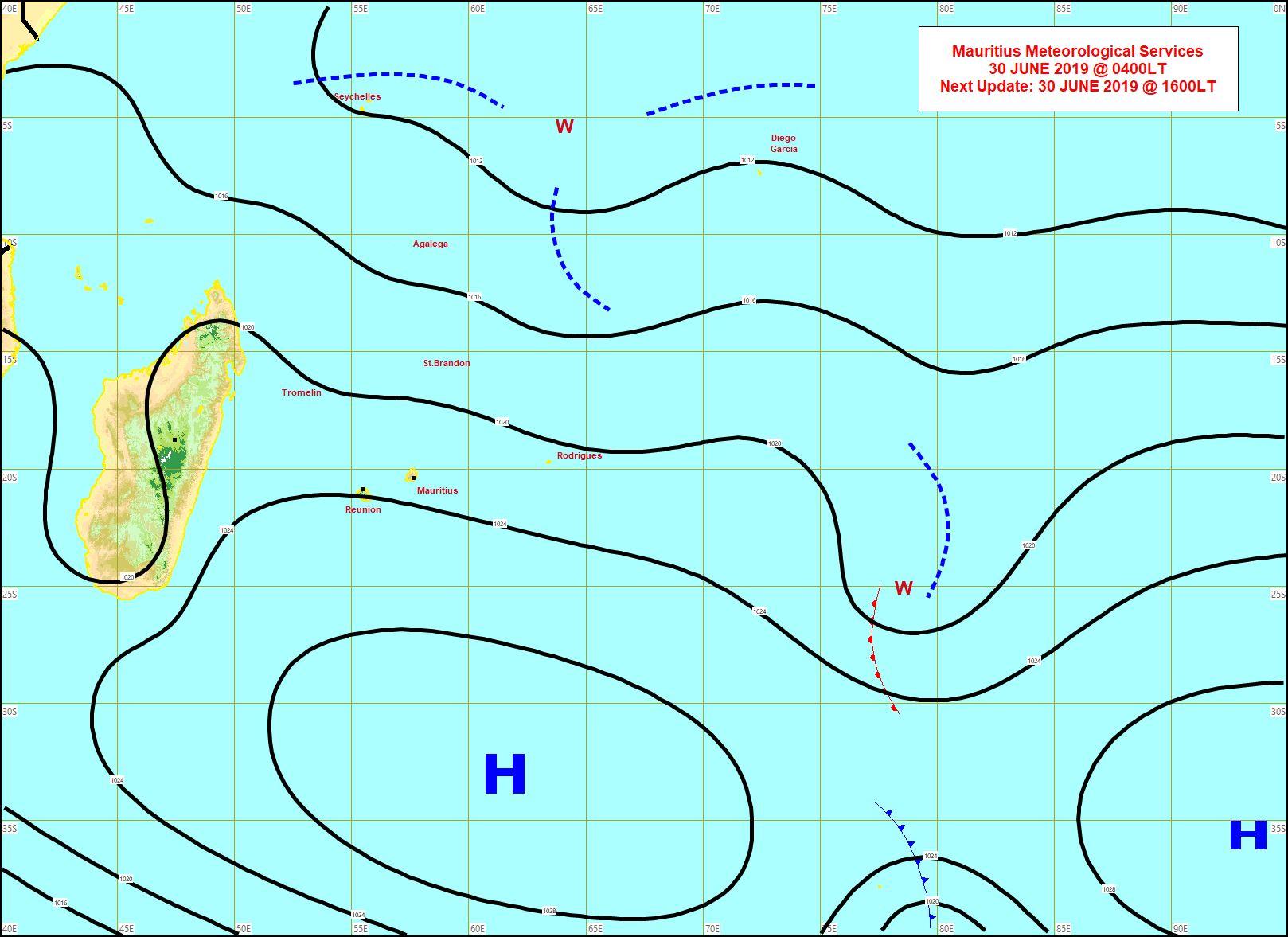 Analyse de surface ce matin. L'anticyclone(H) faiblit lentement mais maintient encore un alizé modéré à rapide et plutôt sec sur notre région. MMS