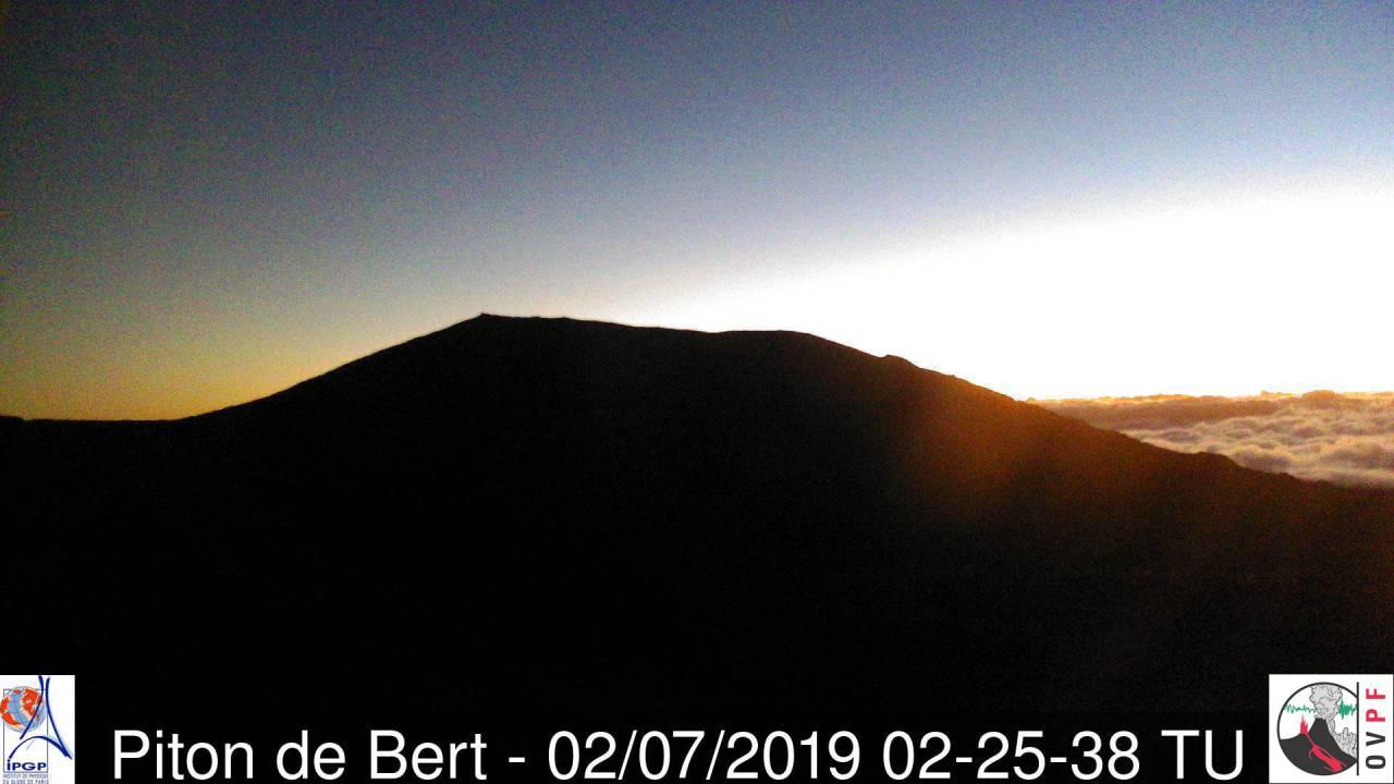 Image webcam: le volcan lui aussi s'exposera fièrement au soleil aujourd'hui. METEO REUNION
