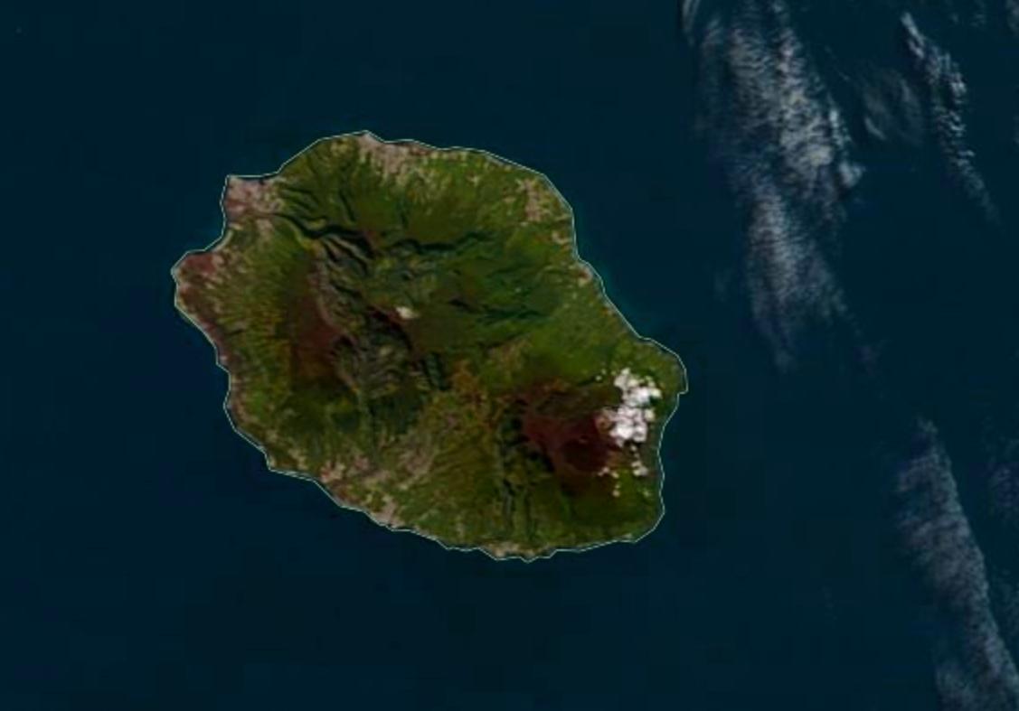 06h25: l'île intense capturée ce matin à 10h25 par le satellite Terra. Magnifique ciel bleu. NASA