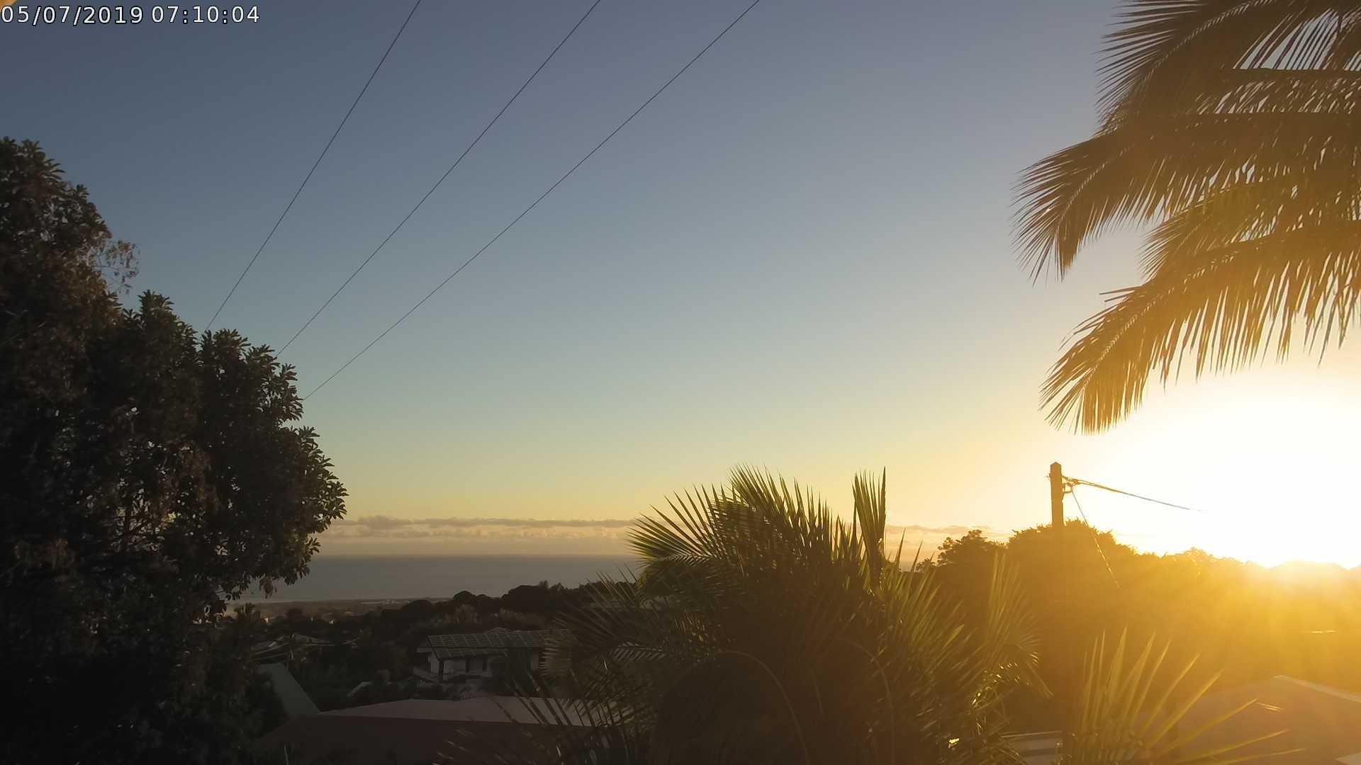 Comme toute l'île le Chef-Lieu se réveille sous un magnifique soleil d'hiver. CYCLOTROPIC