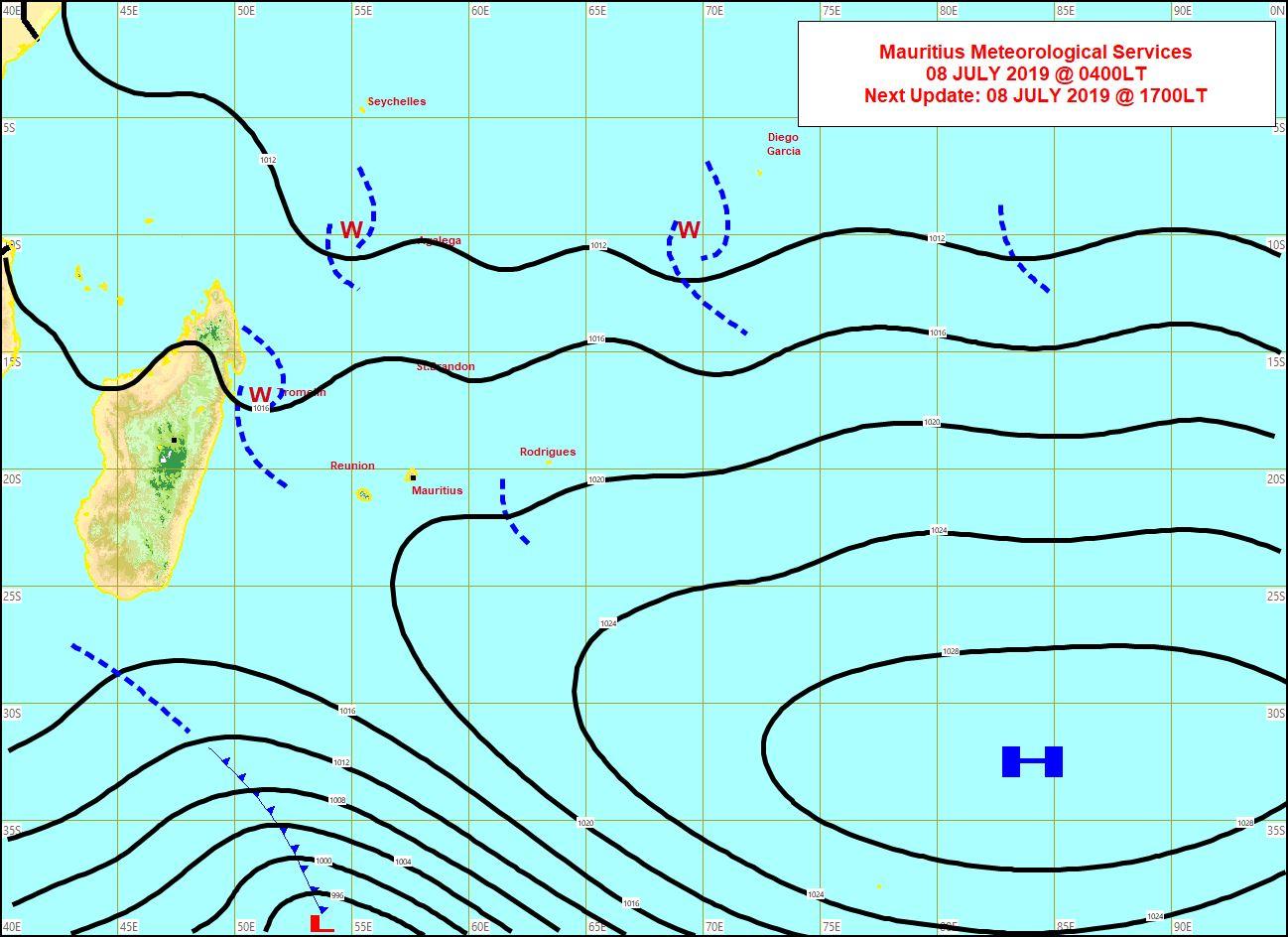 Analyse de la situation de surface ce matin. Les vents sont faibles sur les Iles Soeurs. Un système frontal évolue au sud de MADA. MMS