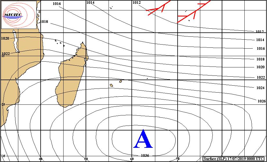 Analyse de la situation de surface ce matin. L'anticyclone(A) maintient un alizé bien présent sur notre région. Au Nord plus proche de l'équateur on note une activité convective significative pour la saison. MTOTEC