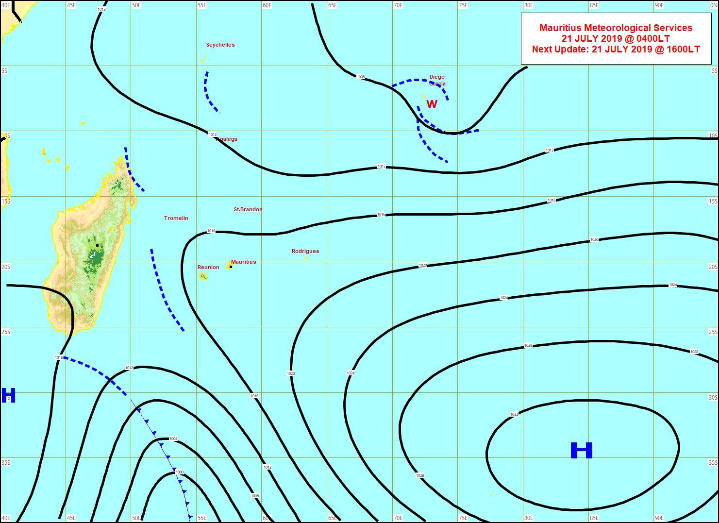 Analyse de la situation de surface ce matin. Un système frontal suivi d'un anticyclone s'approchent de nos régions depuis le Sud de MADA. Net renforcement du vent et retour de la fraîcheur pour le début de la semaine prochaine. MMS