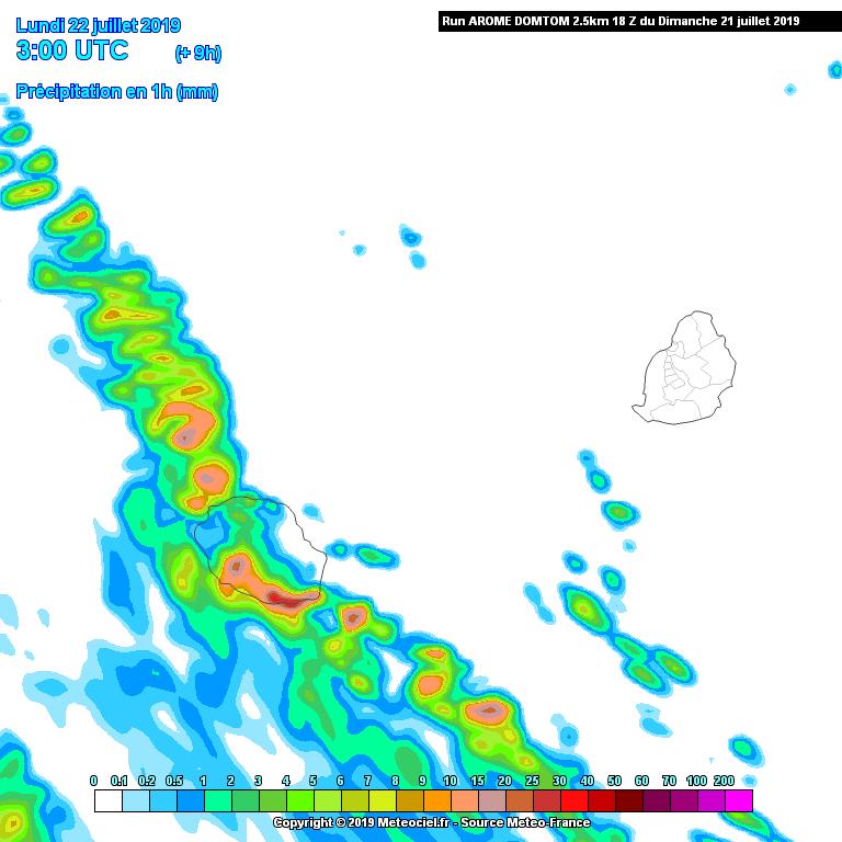 Comme prévu les pluies du front froid touchent principalement la moitié Sud-Ouest de la Réunion ce matin. Remontée d'air bien plus frais après le passage du front. Arome. METEO FRANCE