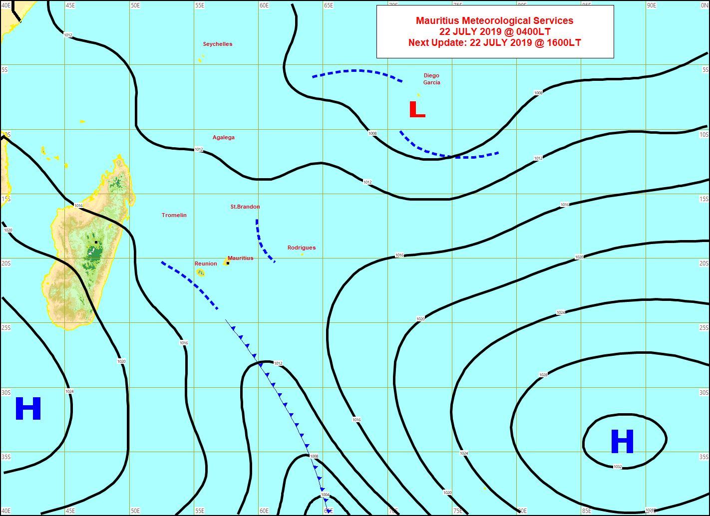 Analyse de surface ce matin: le système frontal est actuellement proche de la REUNION. Il va toucher MAURICE de façon atténuée puis sera suivi par de l'air frais avec un renforcement des vents. MMS