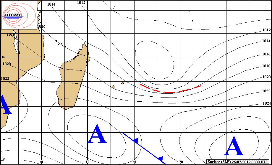 Analyse de la situation de surface ce matin. Les vents restent soutenus sur la région compte tenu de la proximité relative des hautes pressions(A) et des restes de la zone perturbée 01/96S matérialisés par un cercle au Nord-Est de Rodrigues. MTOTEC