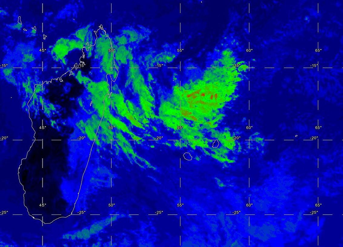 Photo satellite de 11heures. Zone d'instabilité au Nord des Iles Soeurs.