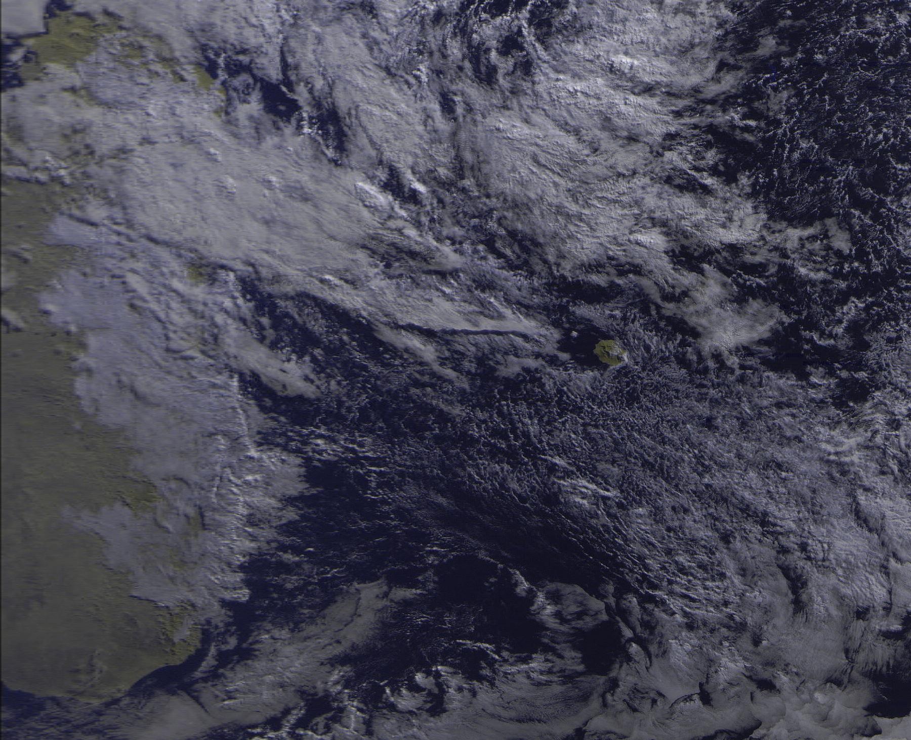 La Réunion et notre région immédiate capturées ce matin à 8h20 par le satellite russe Meteo M N2. Mon pote Jacques Gentil reçoit les images satellites directement chez lui à 4Bornes grâce à une installation péi qu'il perfectionne en ce moment. http://www.maufox.net/weather.htm