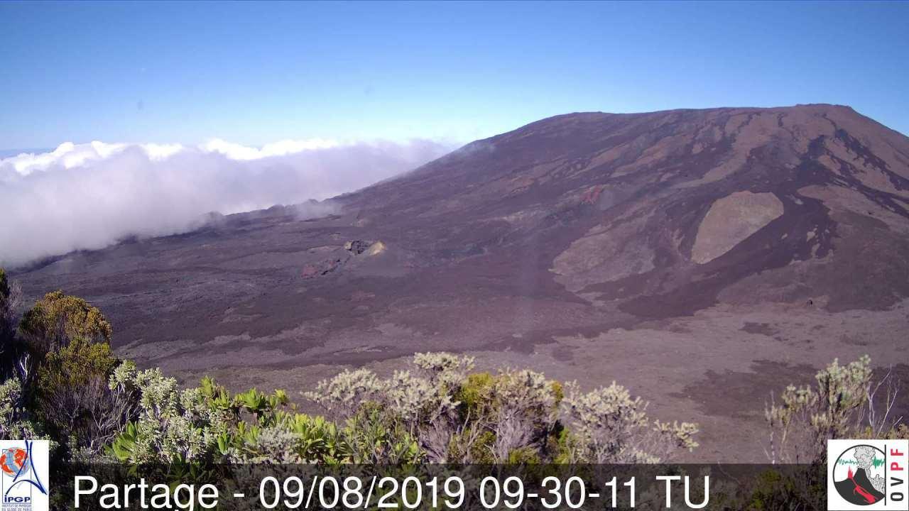 Le sommet du volcan reste au dessus des nuages en ce début d'après midi. MR