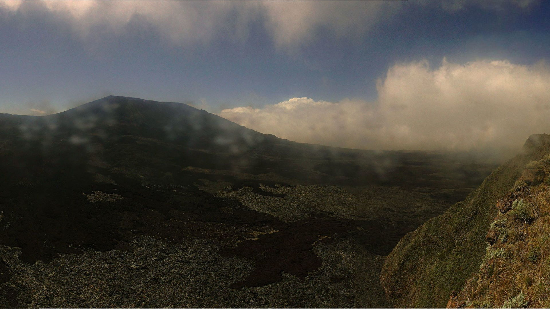 12h17: webcam en direct du Volcan. METEO REUNION