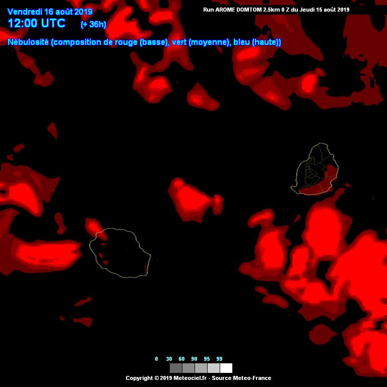 Simulation du modèle Arome pour l'après midi du 16 Août. Les nuages à proximité des Iles Soeurs sont peu développés( rouge: développement limité en altitude). METEO FRANCE