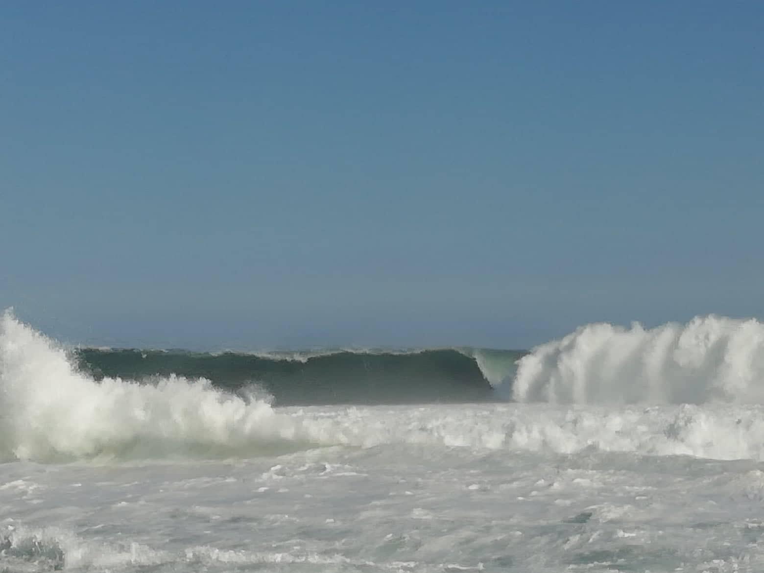 La houle grossissait dans le Port de Saint Pierre cet après midi. Photo de Patrice BLANCHETIERE.