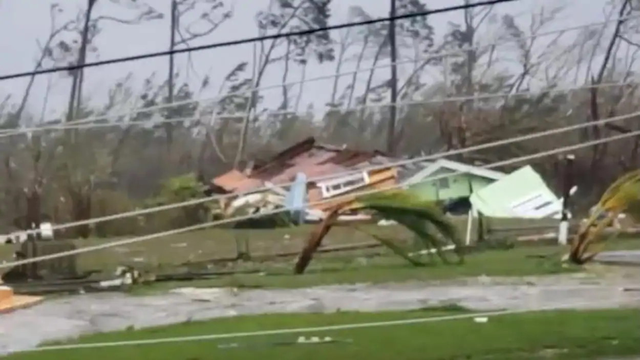 "[VIDEO] Ouragan: "" le Super Cyclone DORIAN"" met à genoux les îles Nord des Bahamas"
