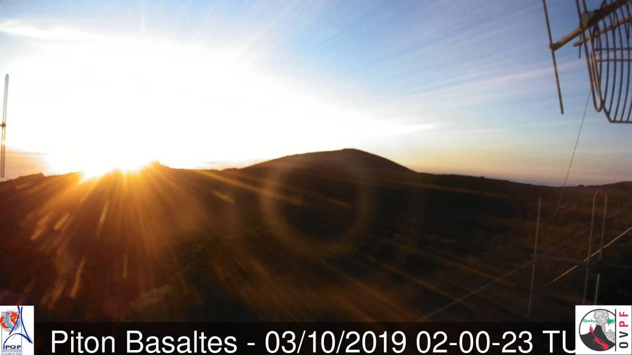Spectacle du lever du jour toujours aussi grandiose au volcan. METEO REUNION