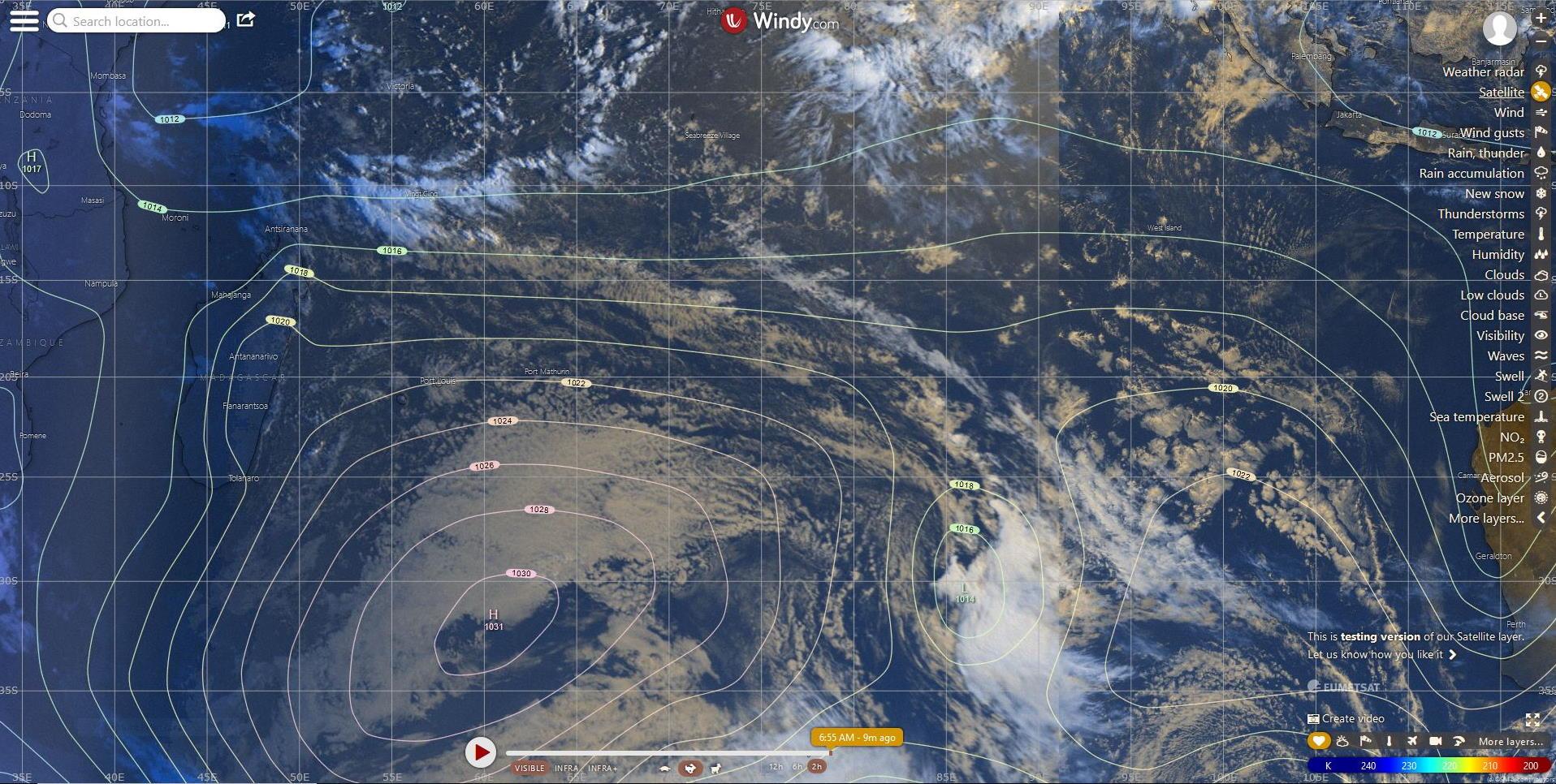 Photo satellite avec l'analyse de surface du modèle européen pour le Sud Indien ce matin. WINDY