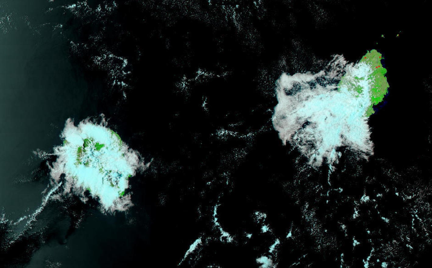 La Réunion et Maurice vues par le satellite défilant américain NPP à 13h54 cet après-midi.
