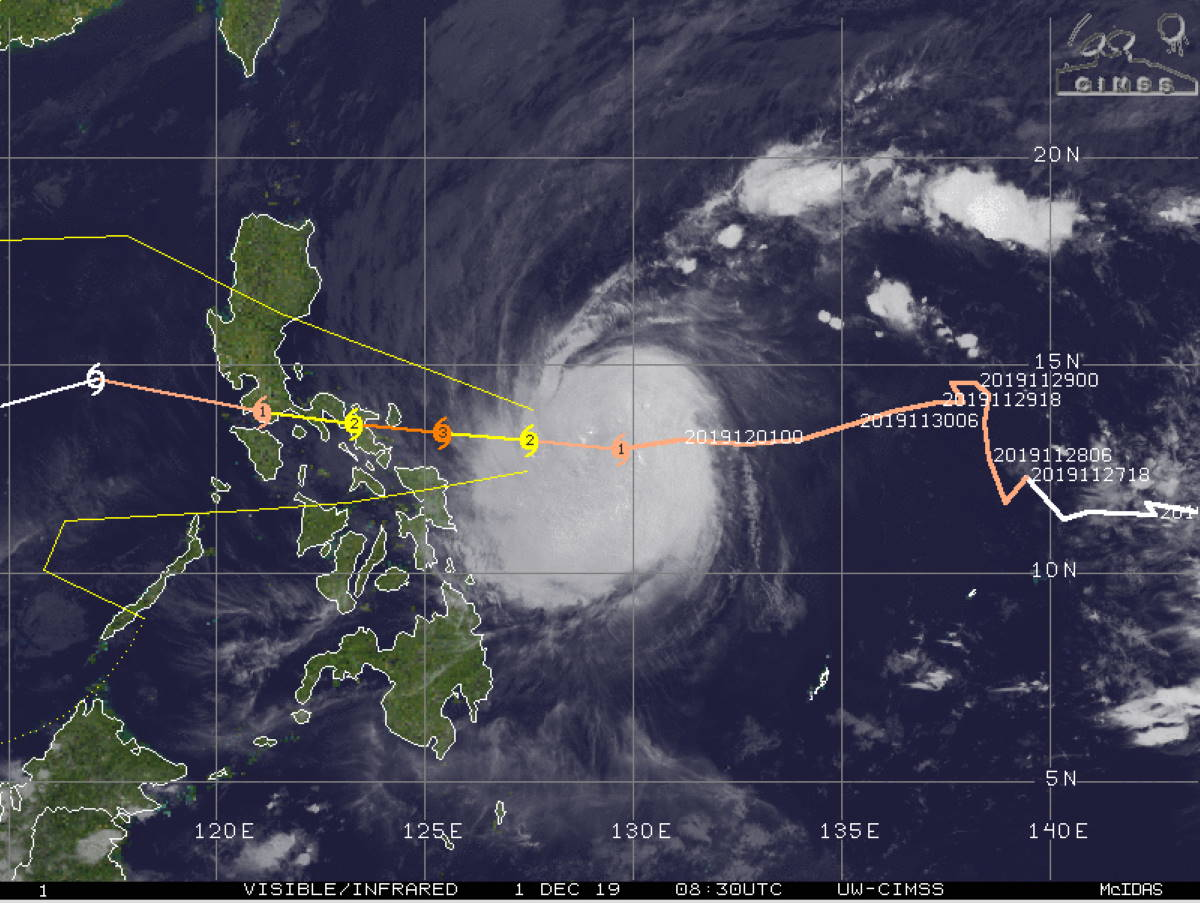 Kammuri(29W) is developing an eye while intensifying. Could be near Virac in apprx 36h