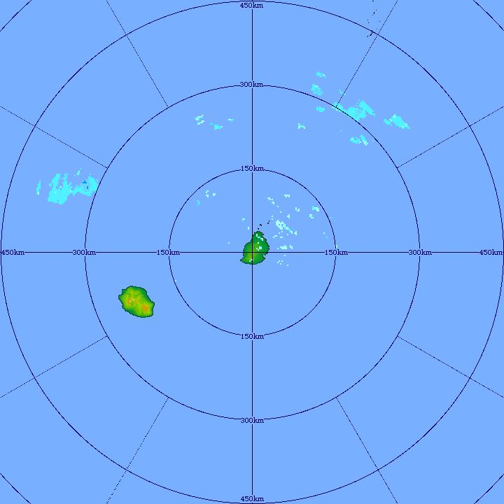 Le radar de T.A.C montre bien les petits paquets pluvieux transportés par les alizés. En s'échouant sur les moitiés orientales des Iles Soeurs ils peuvent localement s'activer un peu. MMS/VACOAS