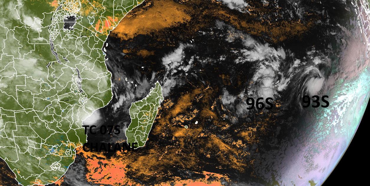 30/02UTC. MET8. EUMETSAT/NOAA. ENHANCED BY PH.