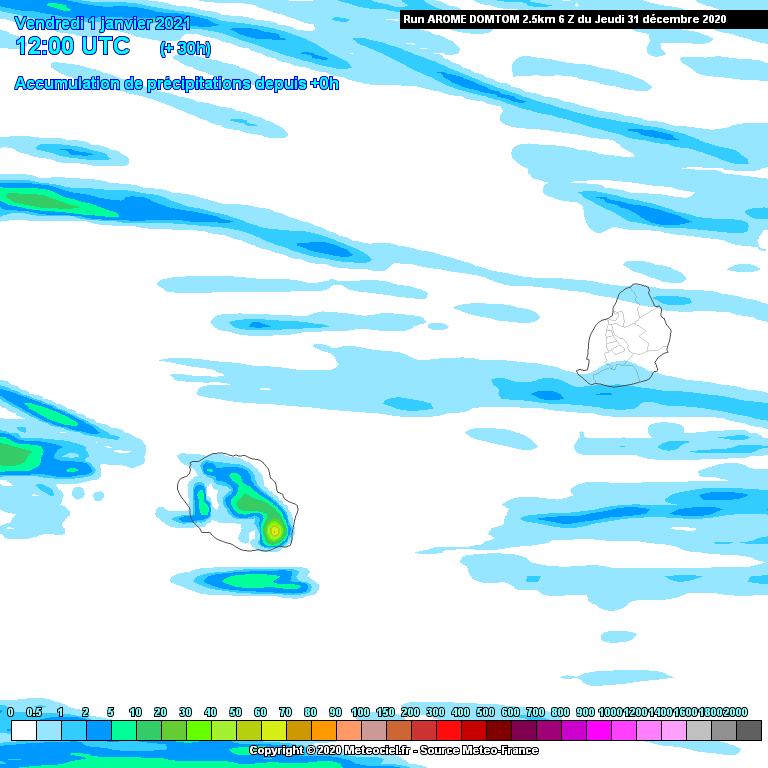 Accumulations des précipitations évaluées par le modèle Arome sur une durée de 30heures jusqu'à Vendredi 16heures. Le volcan réunionnais est la région la plus humide des ILES SOEURS. Ailleurs et notamment à MAURICE des conditions assez peu humides sont attendues pour la journée du 1 Janvier 2021. Météo-France.MCIEL.